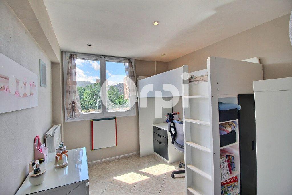 Appartement à vendre 4 72m2 à Marseille 10 vignette-5