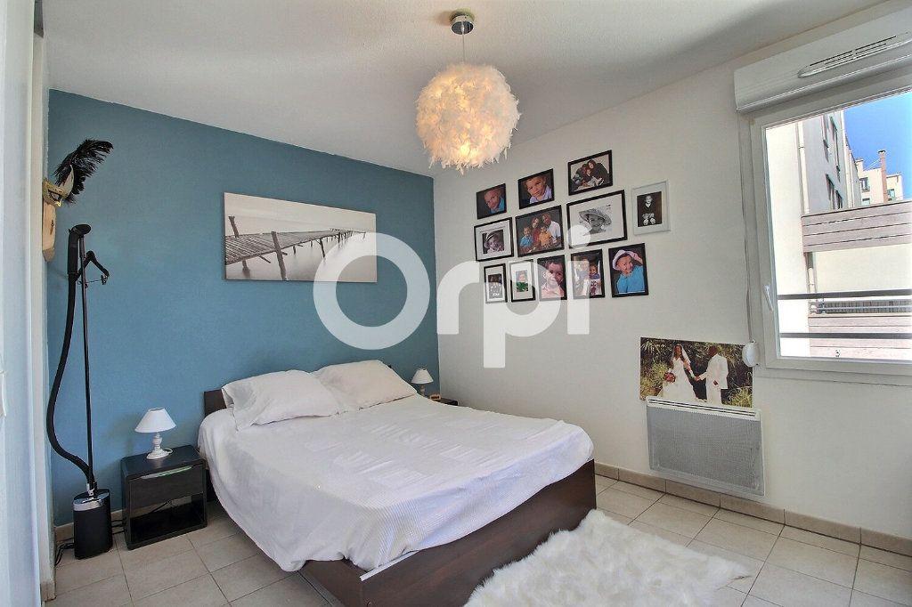 Appartement à vendre 3 65m2 à Marseille 10 vignette-4