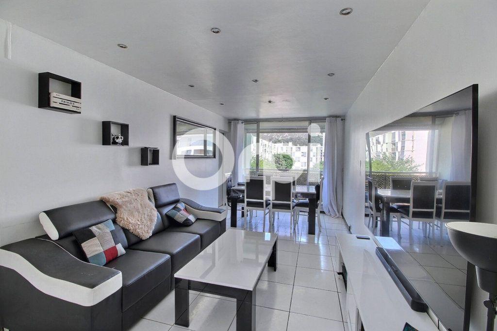 Appartement à vendre 4 69m2 à Marseille 10 vignette-2