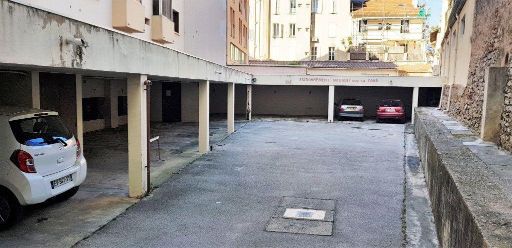 Stationnement à louer 0 13m2 à Hyères vignette-1