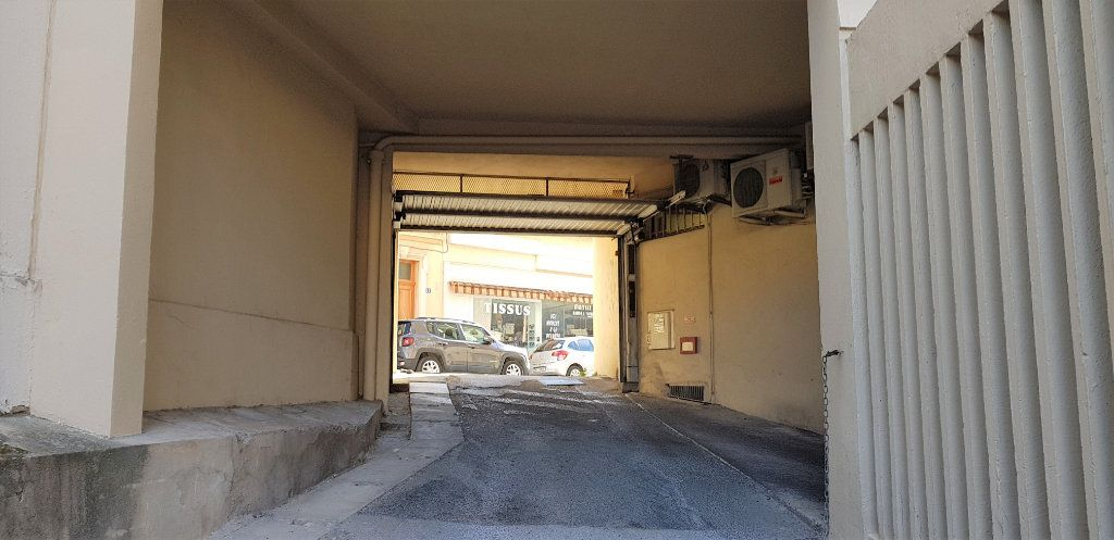 Stationnement à louer 0 13m2 à Hyères vignette-2