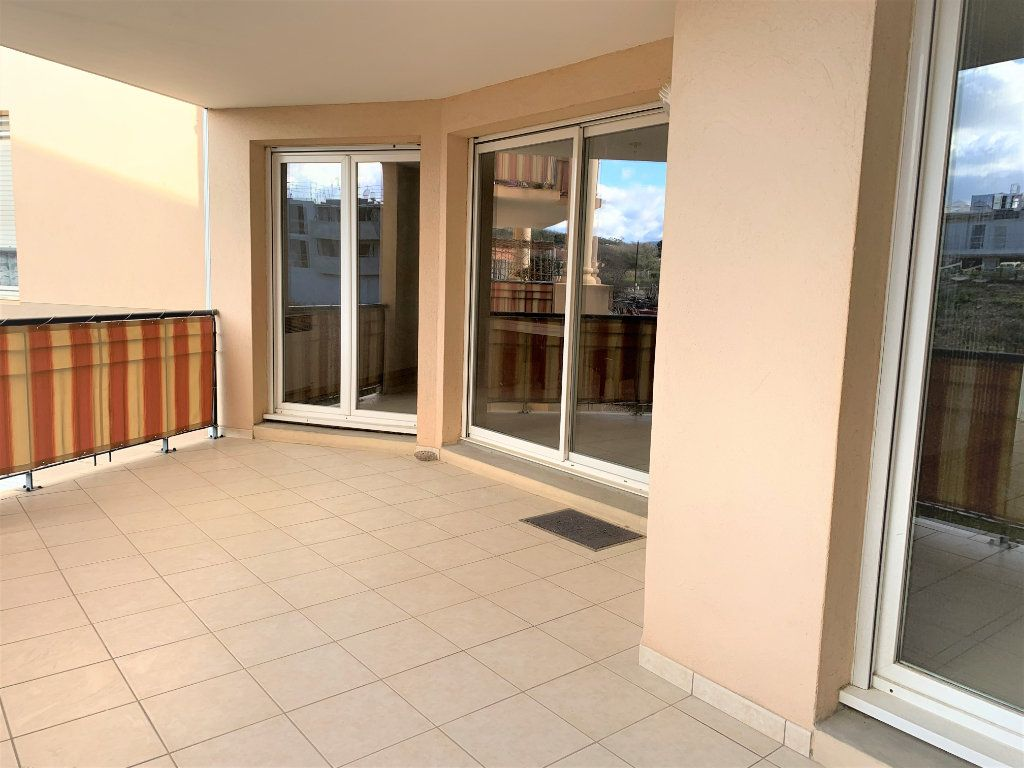 Appartement à vendre 3 73.45m2 à Hyères vignette-1