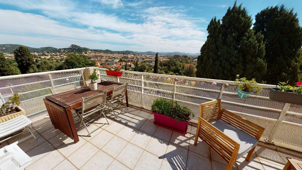 Appartement à vendre 4 92.43m2 à Hyères vignette-1