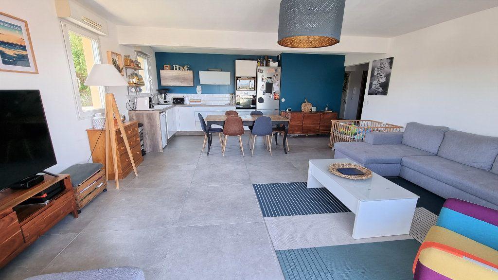 Appartement à vendre 4 92.43m2 à Hyères vignette-3
