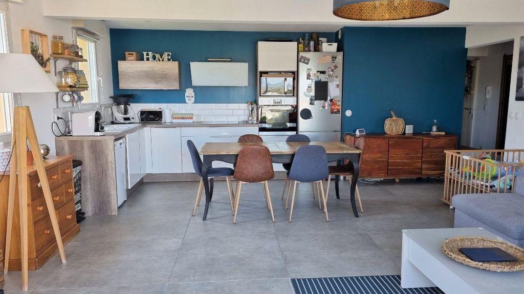 Appartement à vendre 4 92.43m2 à Hyères vignette-4