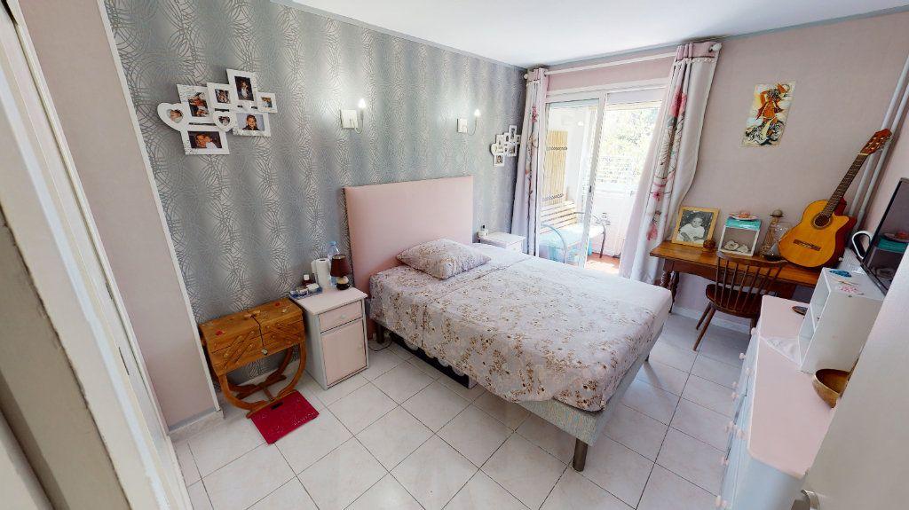 Appartement à vendre 3 75.99m2 à Hyères vignette-4