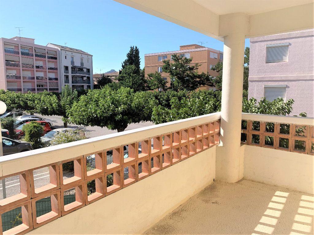 Appartement à vendre 3 80.042m2 à Hyères vignette-1