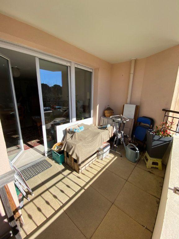 Appartement à vendre 3 63.83m2 à Cogolin vignette-2