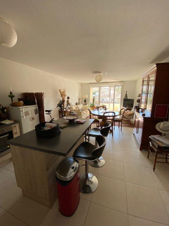 Appartement à vendre 3 63.83m2 à Cogolin vignette-3