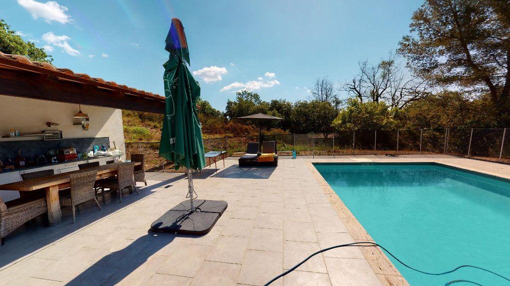 Maison à vendre 8 208.16m2 à Hyères vignette-2