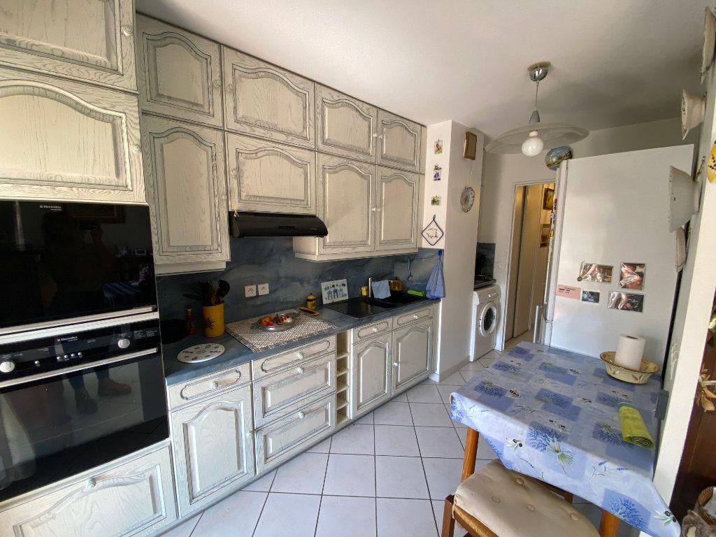Appartement à vendre 3 65.68m2 à Hyères vignette-3
