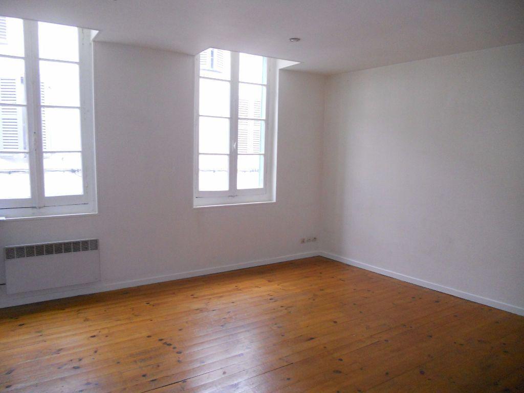 Appartement à louer 2 32m2 à Castres vignette-1