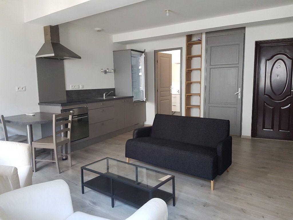 Appartement à louer 1 27m2 à Castres vignette-1