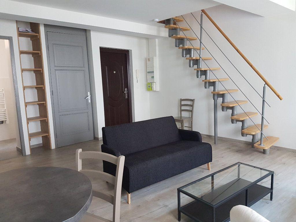 Appartement à louer 1 27m2 à Castres vignette-2