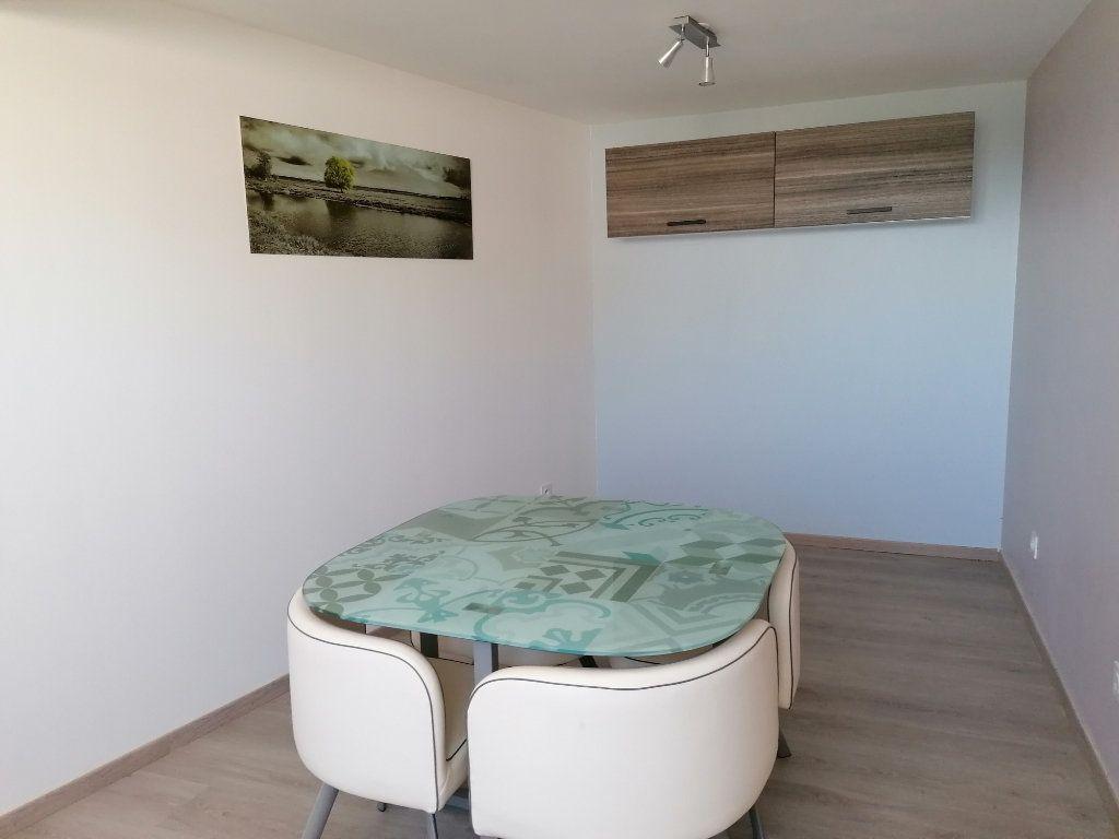 Appartement à louer 2 48.4m2 à Saïx vignette-2