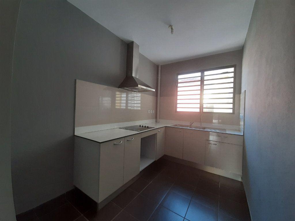 Appartement à louer 3 79m2 à Cayenne vignette-2