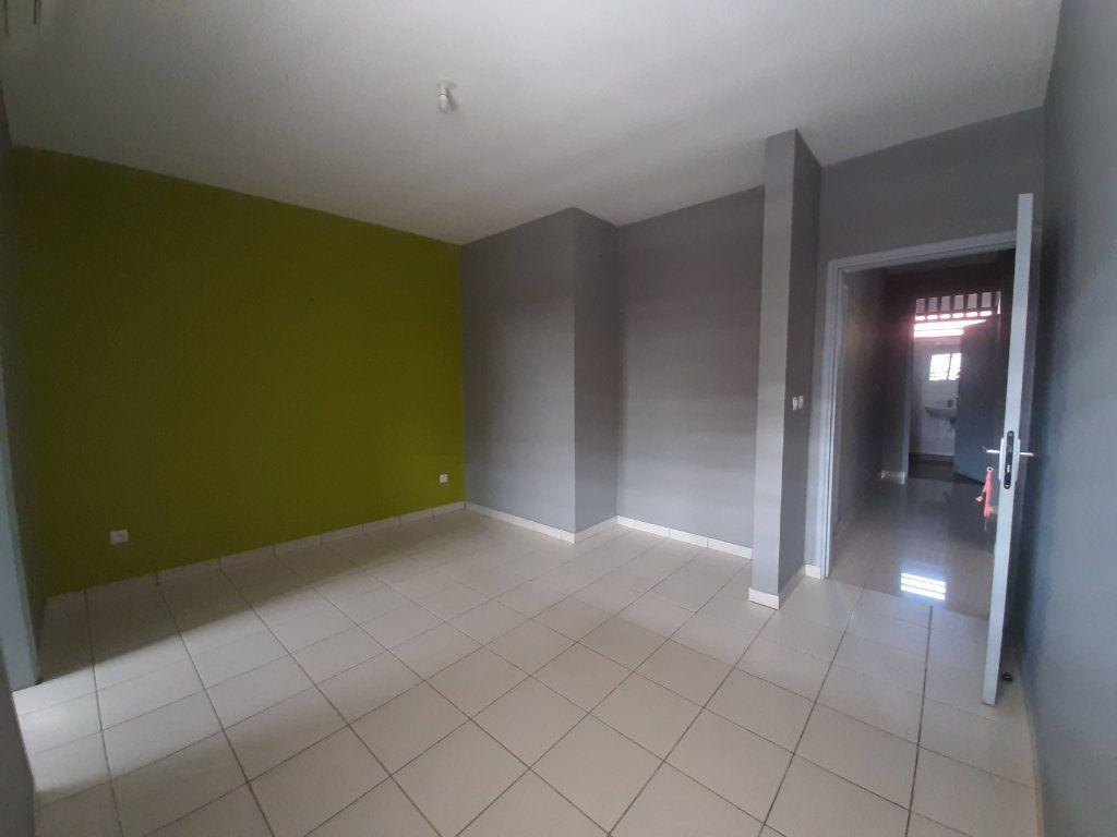 Appartement à louer 3 79m2 à Cayenne vignette-3