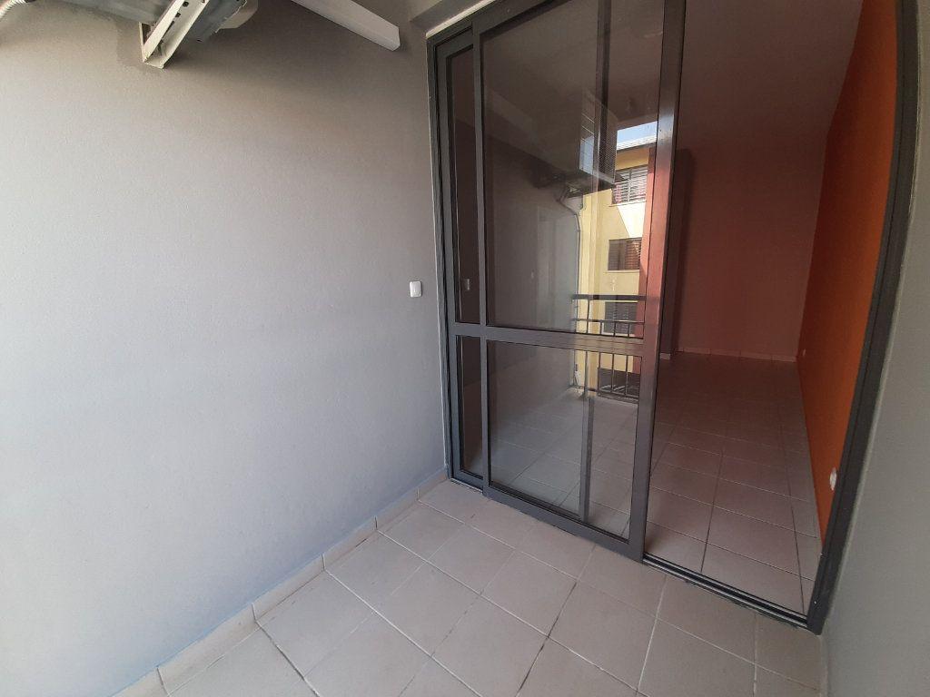 Appartement à louer 3 79m2 à Cayenne vignette-5