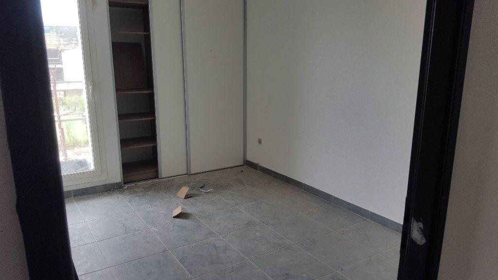 Appartement à louer 3 62.91m2 à Cayenne vignette-4