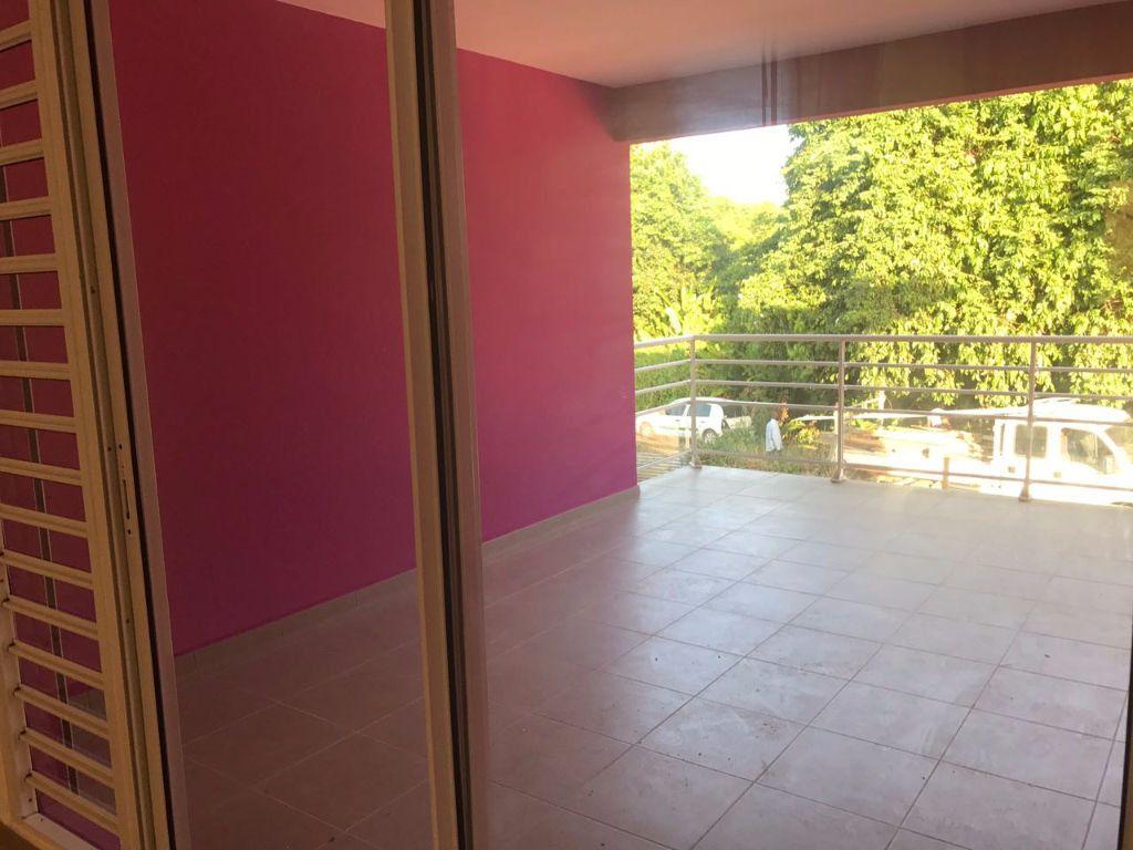 Appartement à louer 3 65.69m2 à Remire-Montjoly vignette-1