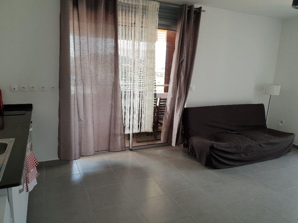 Appartement à louer 2 41m2 à Cayenne vignette-2