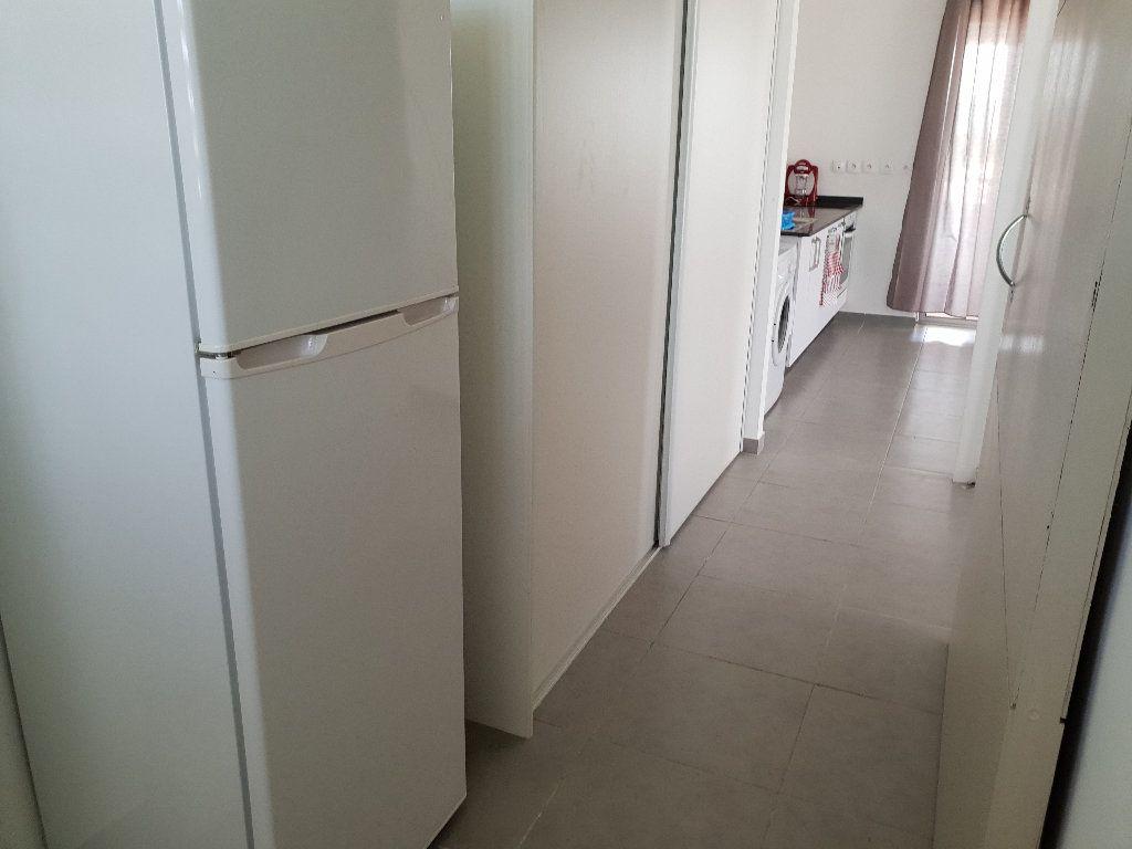 Appartement à louer 2 41m2 à Cayenne vignette-4