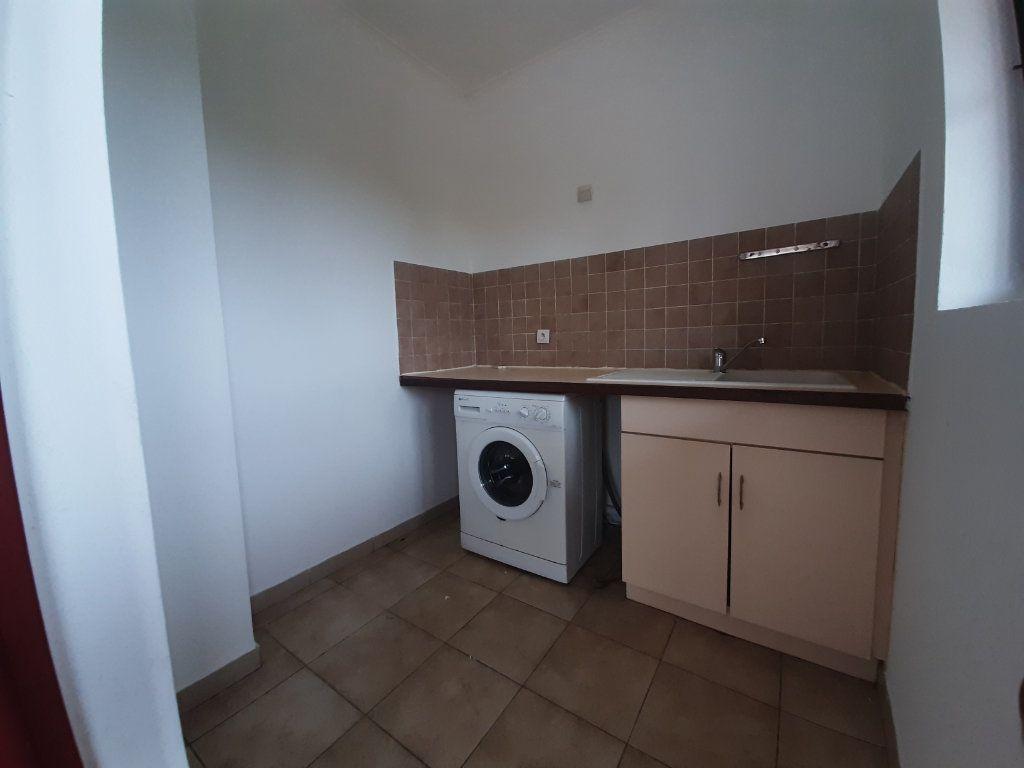 Appartement à louer 1 22.55m2 à Cayenne vignette-4