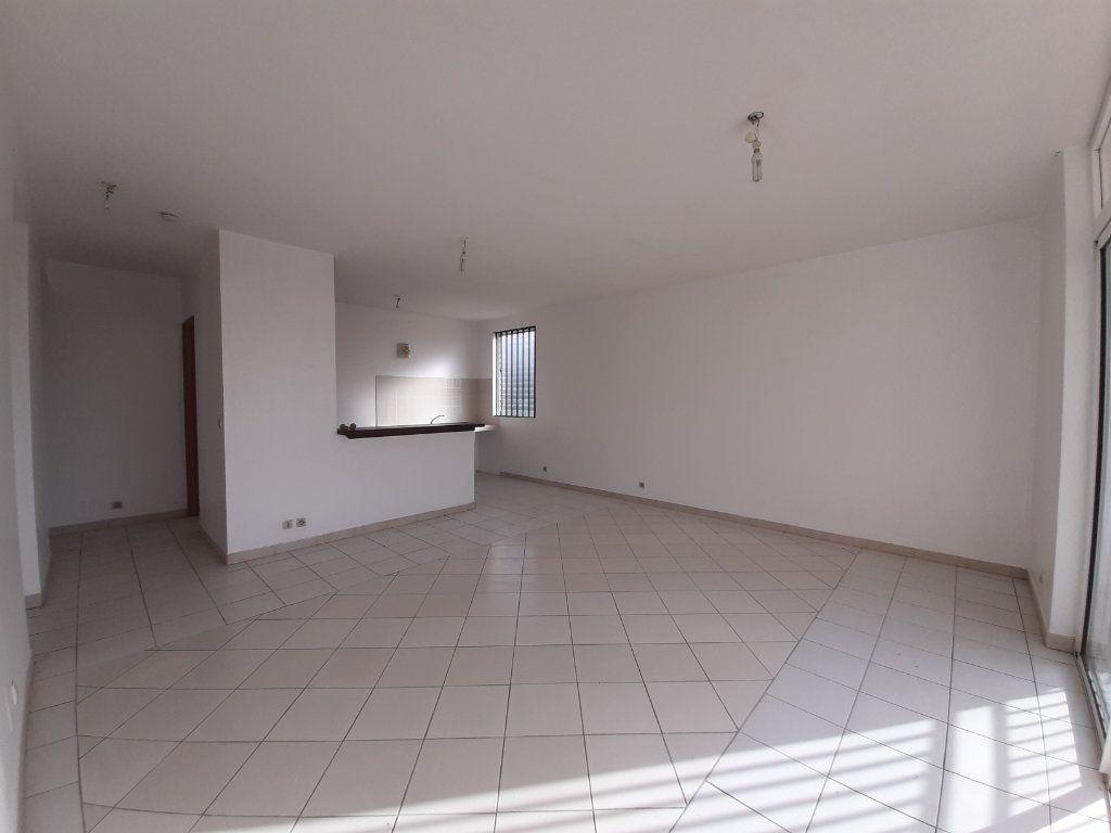 Appartement à louer 2 52.2m2 à Cayenne vignette-1