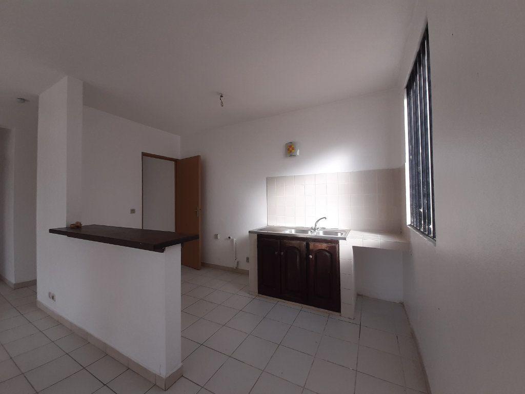 Appartement à louer 2 52.2m2 à Cayenne vignette-2
