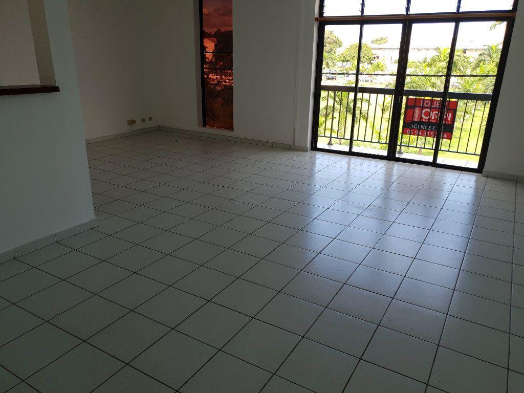 Appartement à louer 4 87.1m2 à Cayenne vignette-1