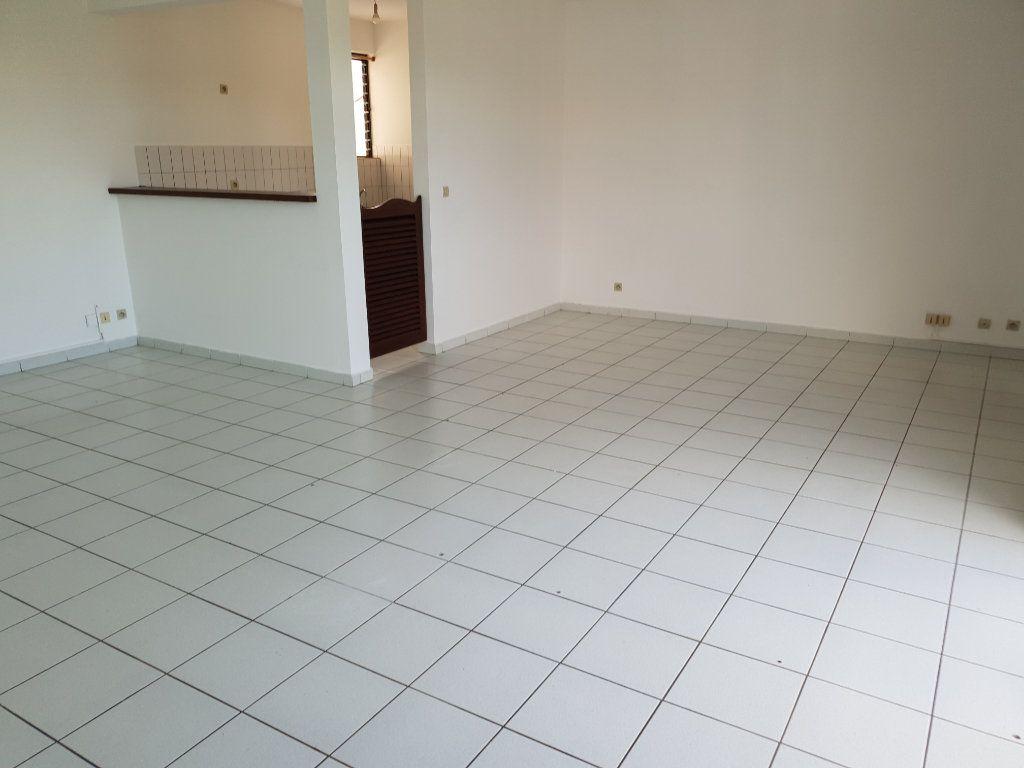 Appartement à louer 4 87.1m2 à Cayenne vignette-2