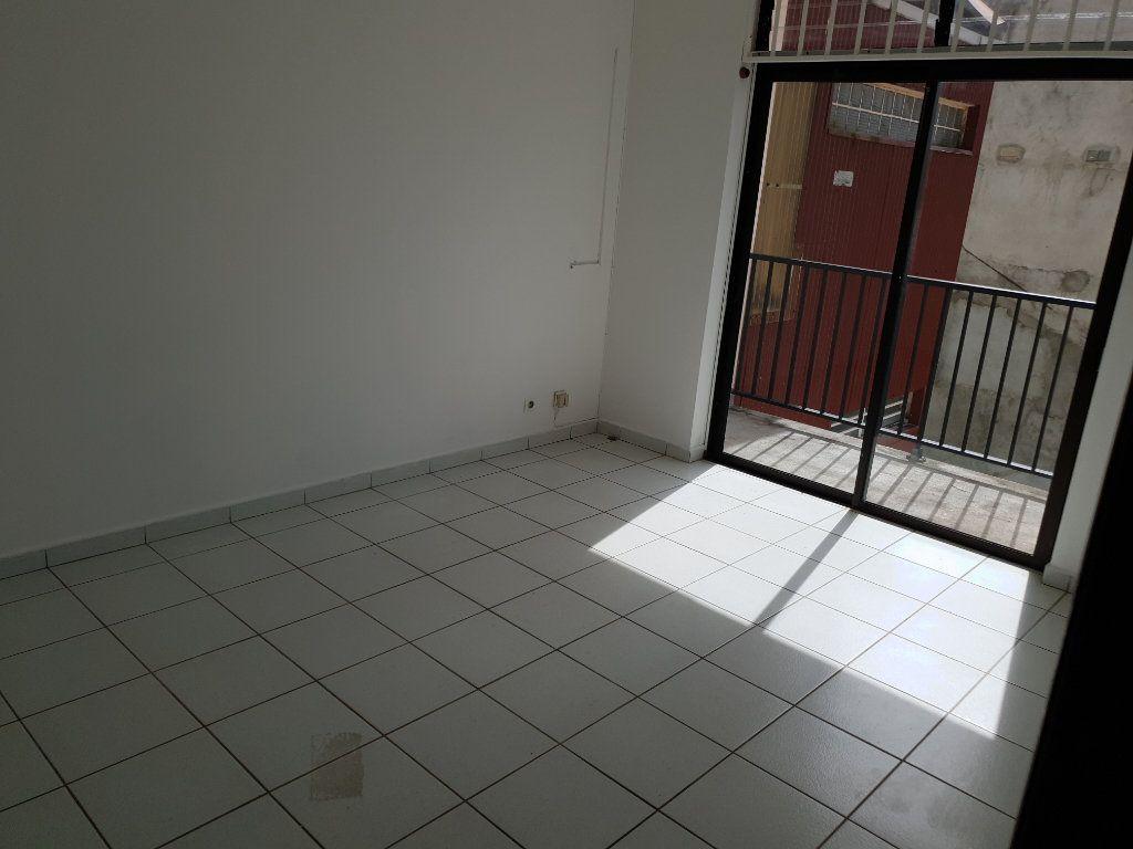 Appartement à louer 4 87.1m2 à Cayenne vignette-4