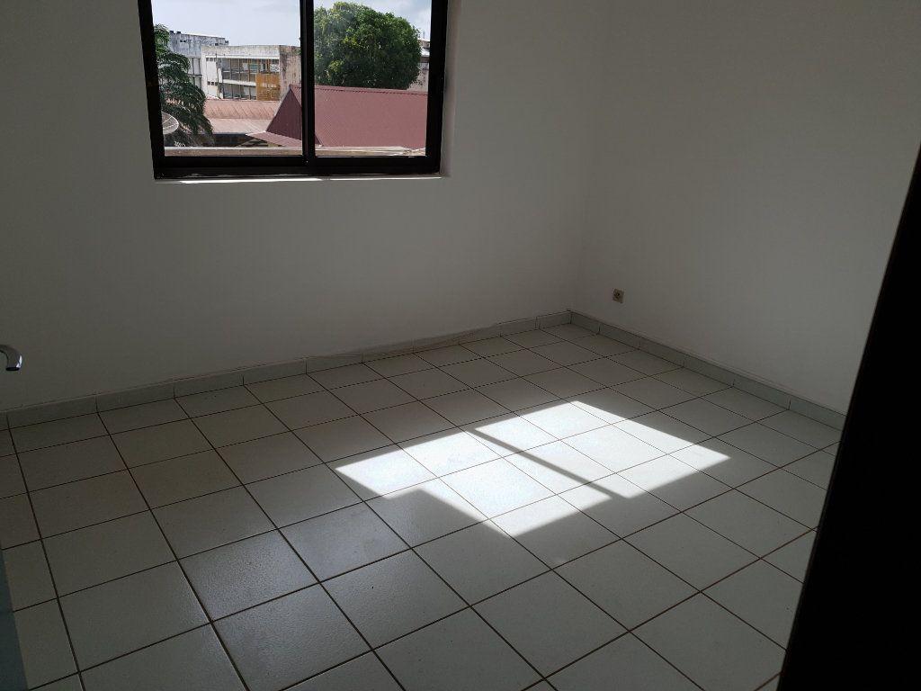 Appartement à louer 4 87.1m2 à Cayenne vignette-5
