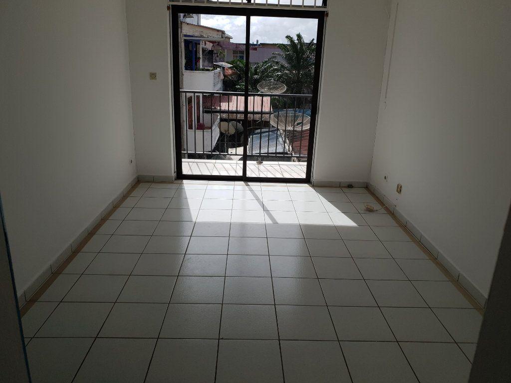 Appartement à louer 4 87.1m2 à Cayenne vignette-6