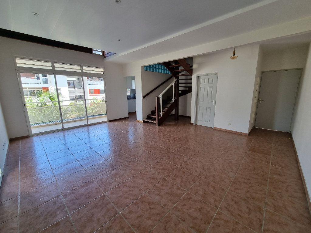 Appartement à vendre 5 125m2 à Remire-Montjoly vignette-1