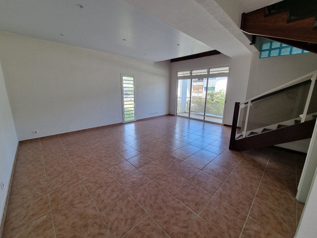 Appartement à vendre 5 125m2 à Remire-Montjoly vignette-4