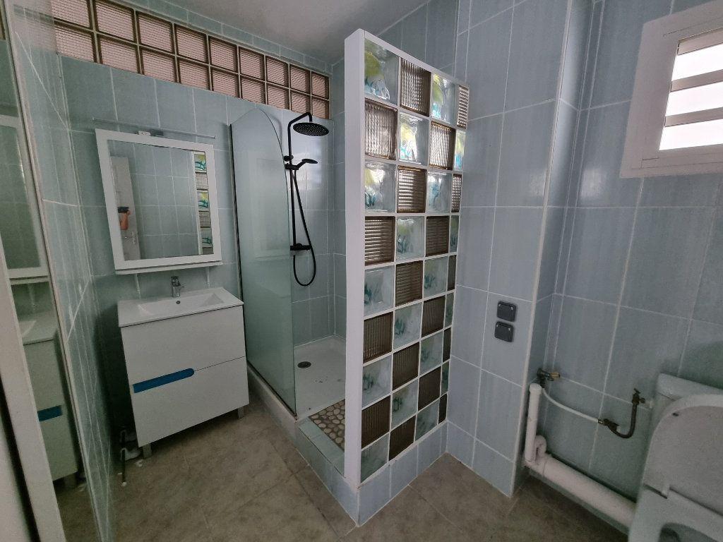 Appartement à vendre 5 125m2 à Remire-Montjoly vignette-5