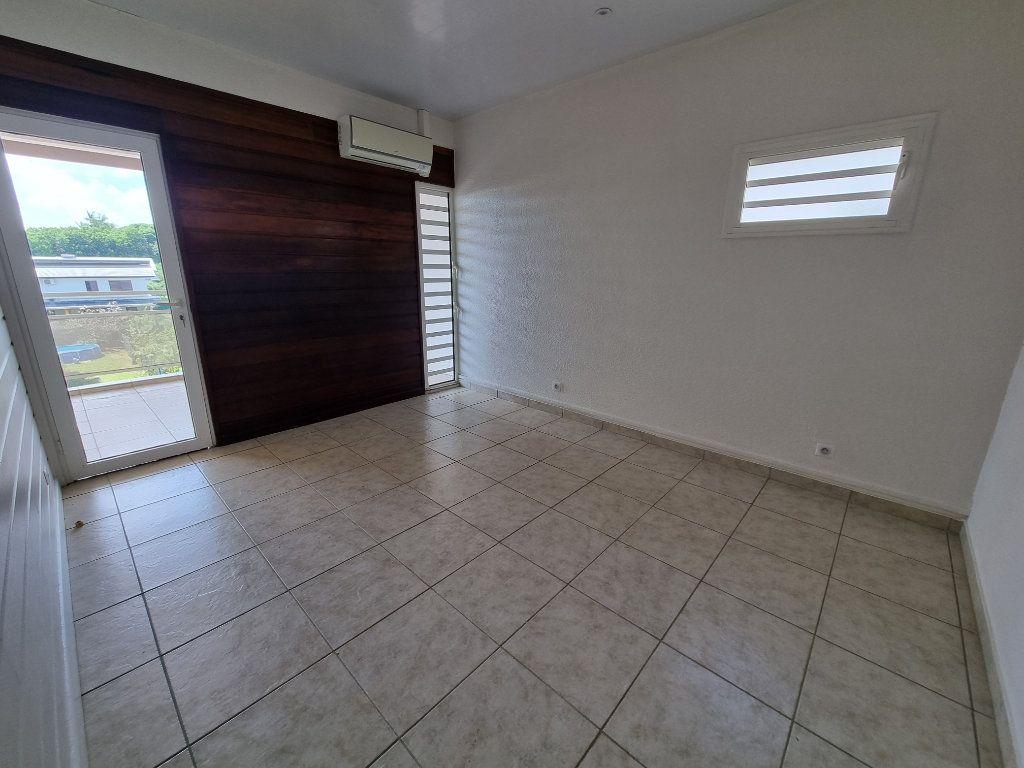 Appartement à vendre 5 125m2 à Remire-Montjoly vignette-6