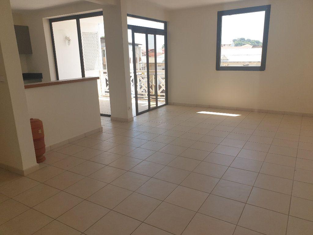 Appartement à louer 2 65.19m2 à Cayenne vignette-1