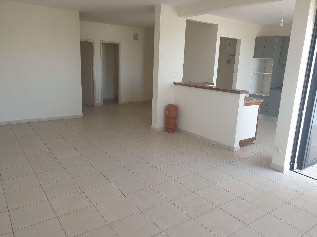 Appartement à louer 2 65.19m2 à Cayenne vignette-2