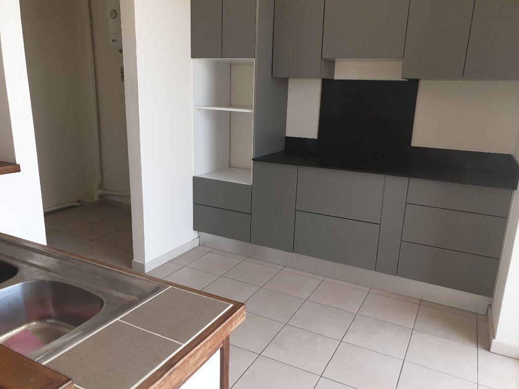 Appartement à louer 2 65.19m2 à Cayenne vignette-3