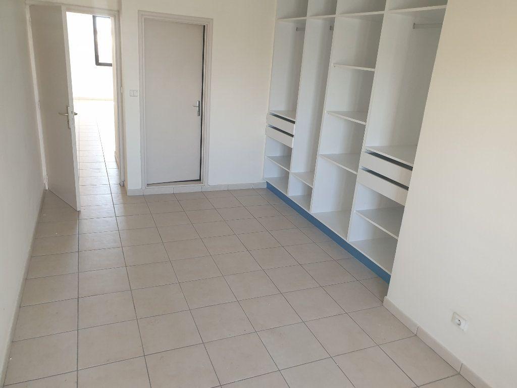 Appartement à louer 2 65.19m2 à Cayenne vignette-4