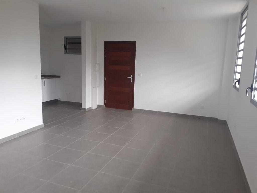 Appartement à louer 2 47.01m2 à Cayenne vignette-1