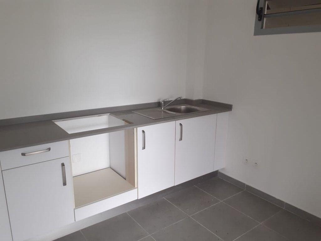 Appartement à louer 2 47.01m2 à Cayenne vignette-3