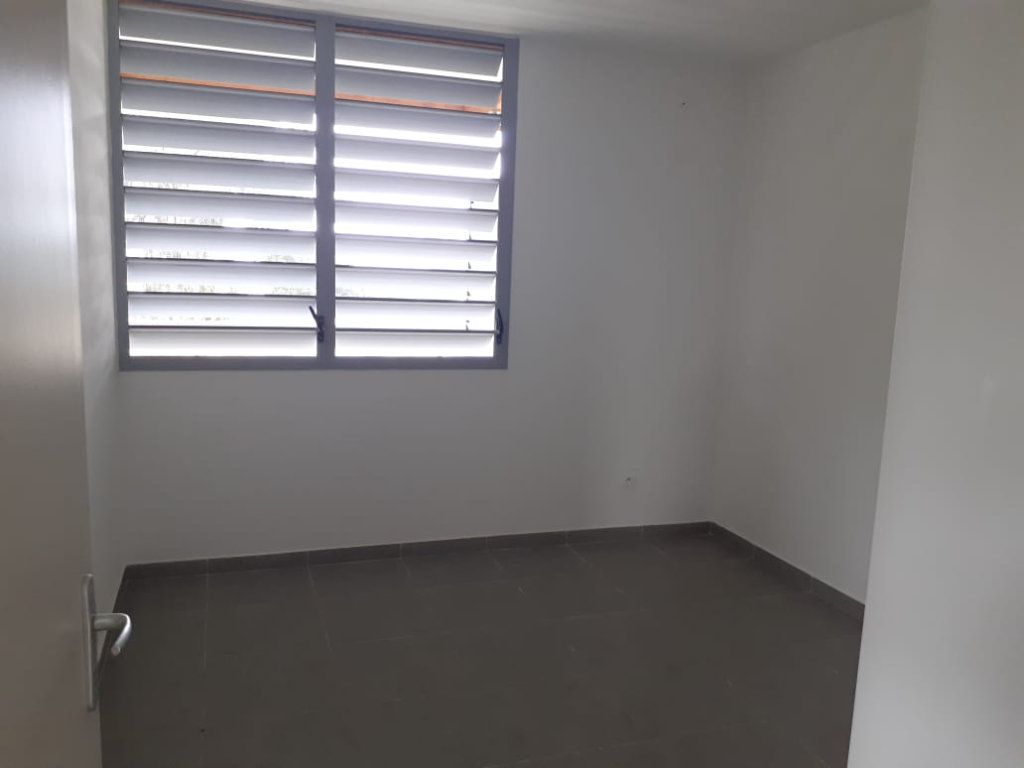 Appartement à louer 2 47.01m2 à Cayenne vignette-4