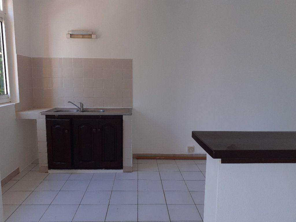 Appartement à louer 3 81.14m2 à Cayenne vignette-3