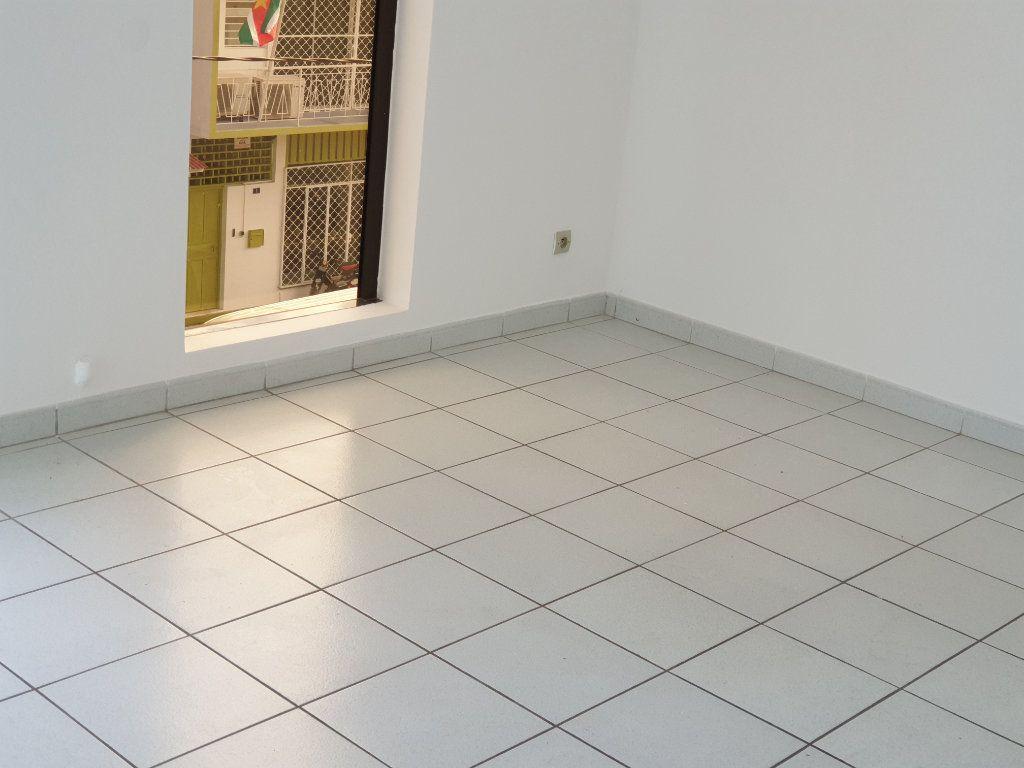 Appartement à louer 3 73.05m2 à Macouria vignette-4