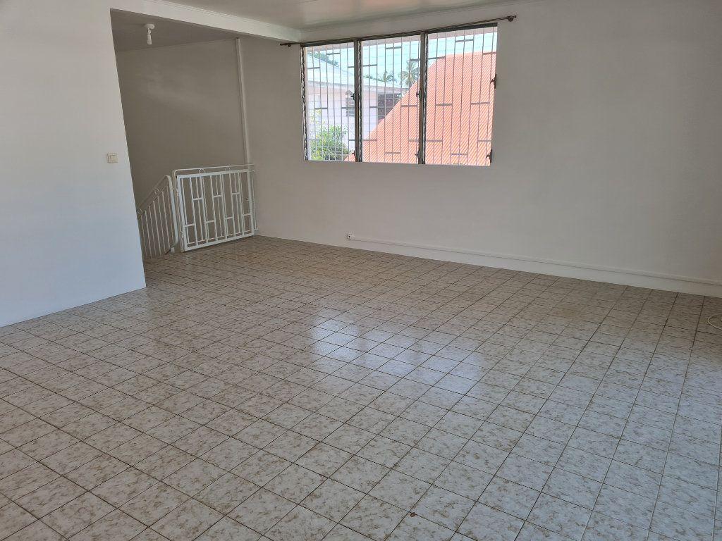 Appartement à louer 3 81m2 à Cayenne vignette-2