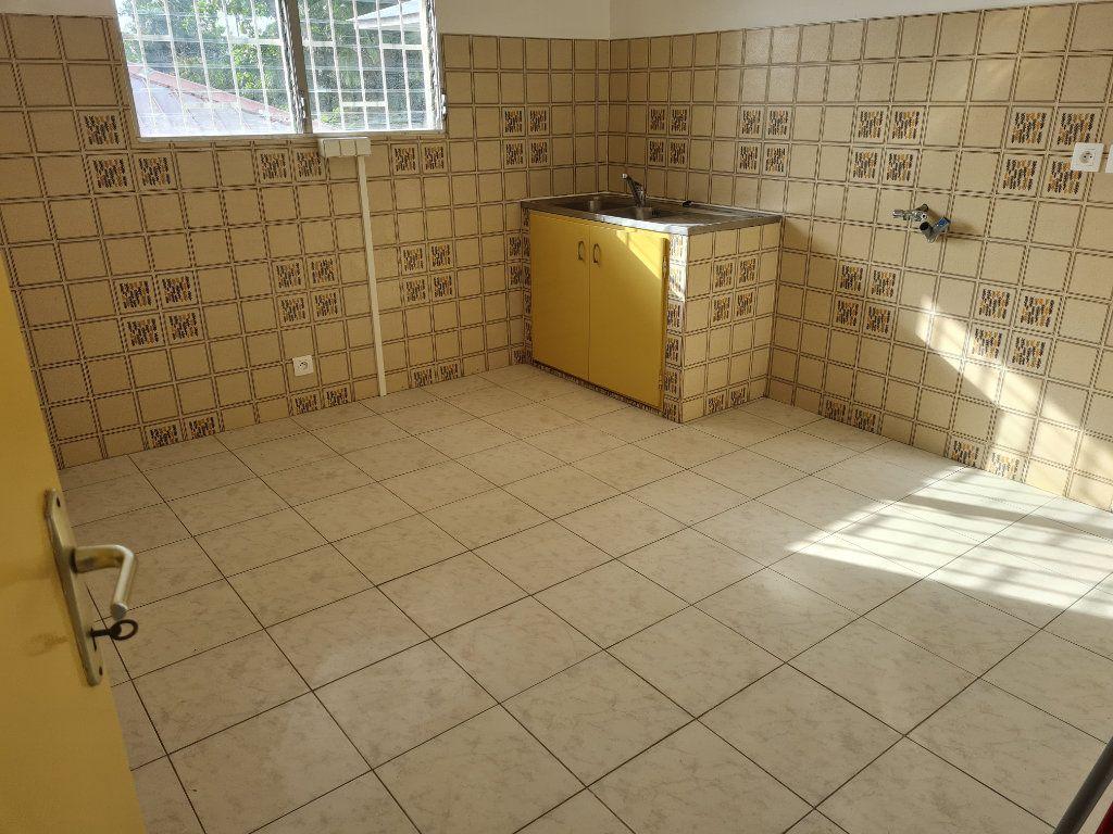 Appartement à louer 3 81m2 à Cayenne vignette-3