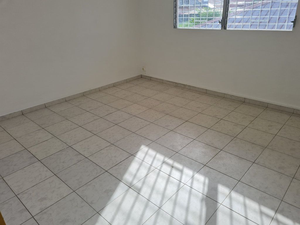 Appartement à louer 3 81m2 à Cayenne vignette-4